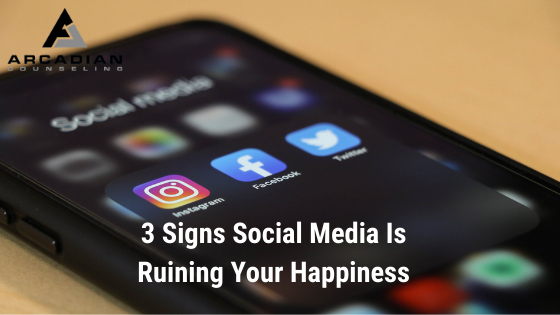 3 Signs Social Media is Ruining Your Happiness
